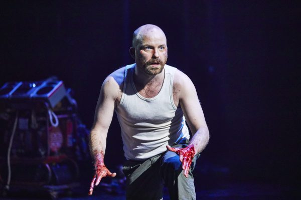 Once Driven Reviews >> 'Kinnear makes the classic soliloquies his own': MACBETH – National Theatre ★★★ | My Theatre Mates